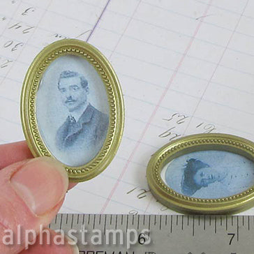 Gold Oval Picture Frames with Dot Pattern