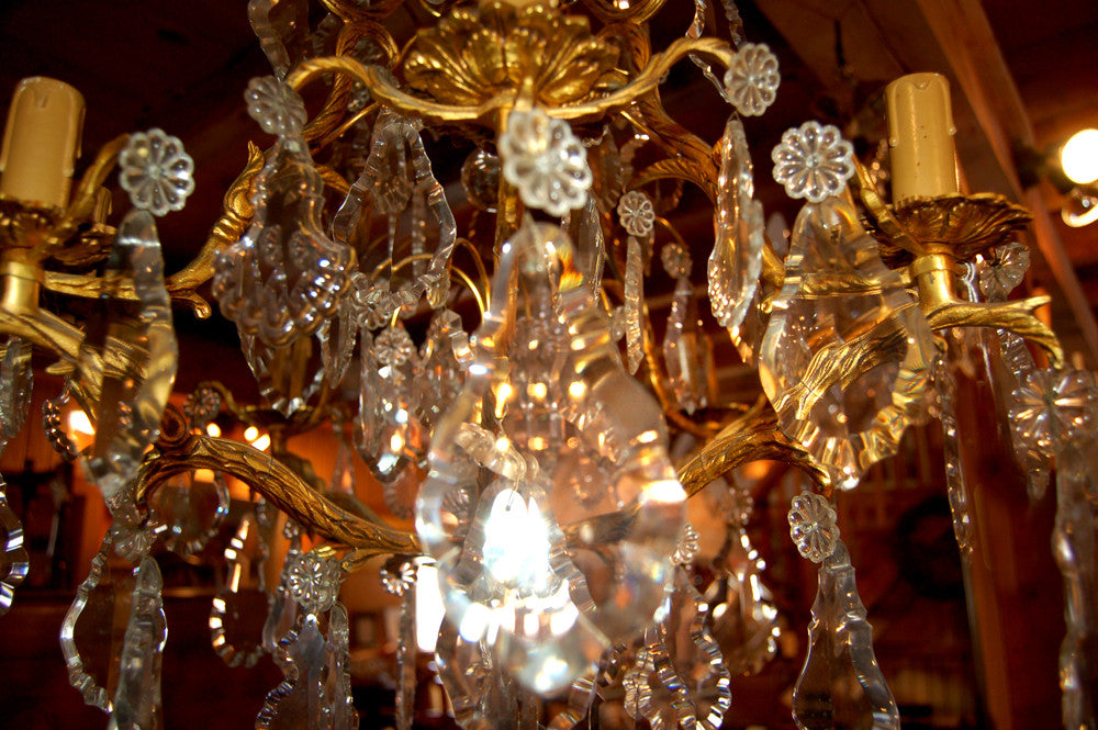 An Exquisite 8 Arm Chandelier