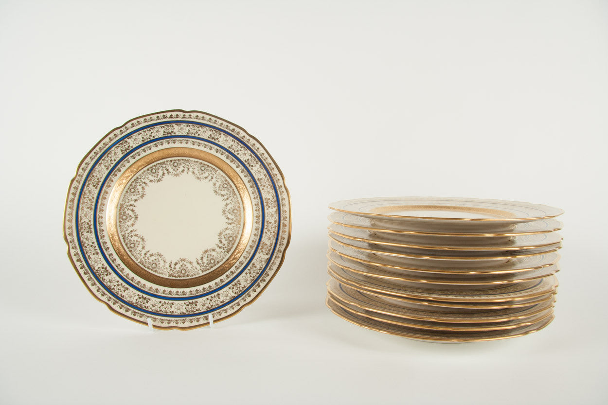A Set of 12 Porcelain Dining Plates by Heinrich & Co.