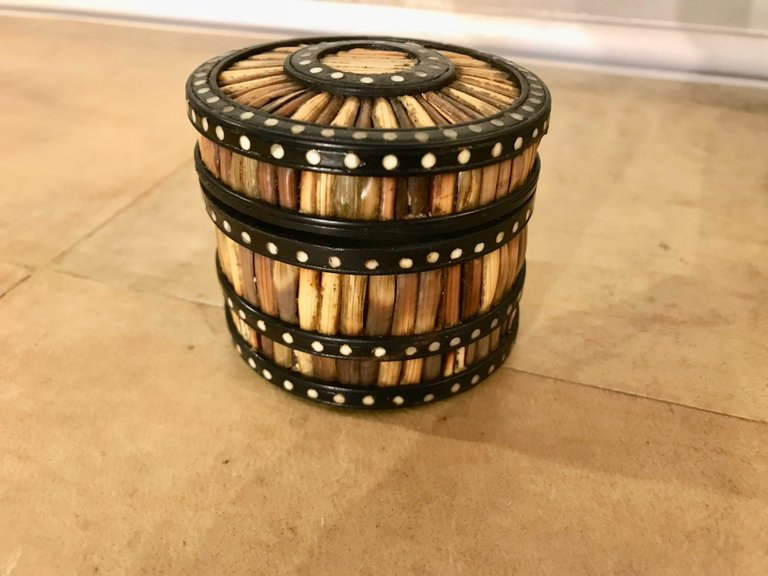 Anglo-Indian Round Lidded Porcupine Quill Box