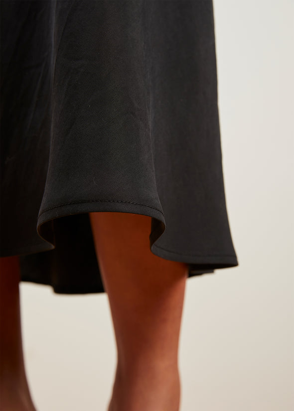 LUXE SKIRT (MIDNIGHT BLACK)