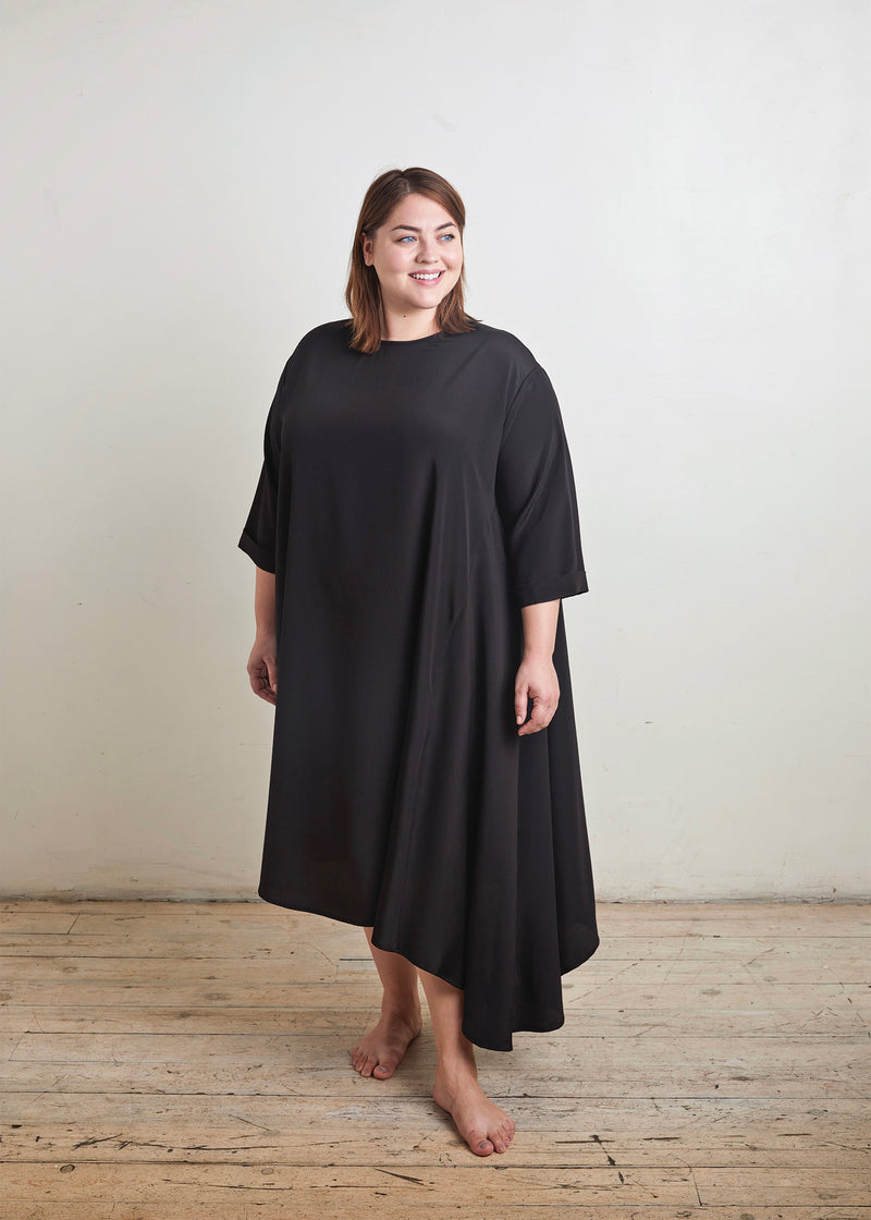 "CASCADE DRESS ""SILKY"" (BLACK)"