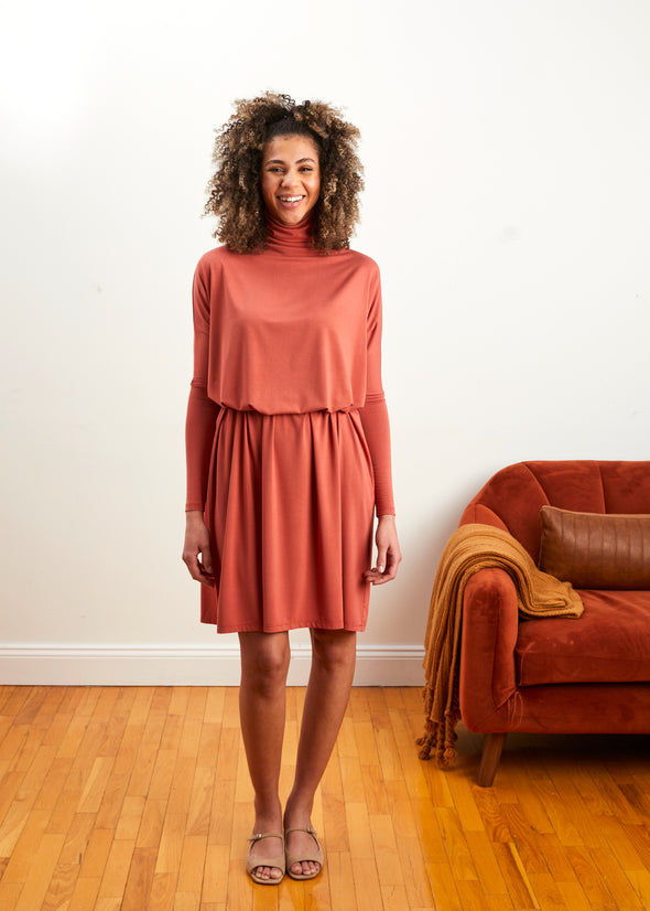 FROCK SQUARE TURTLENECK (CORAL)