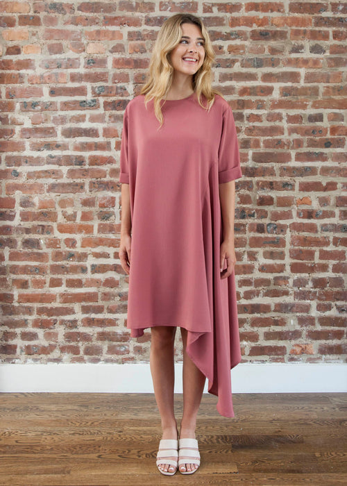 "CASCADE DRESS ""PETITE FIT"" — SILKY (ROSE)"