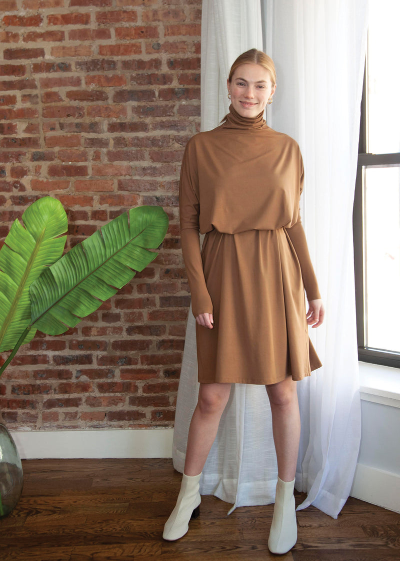 FROCK SQUARE TURTLENECK (CARAMEL)