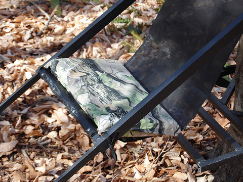close up of steep angle pad on tree lounger