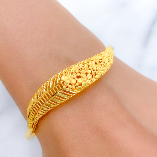 Dressy Yellow Gold Bangle Bracelet