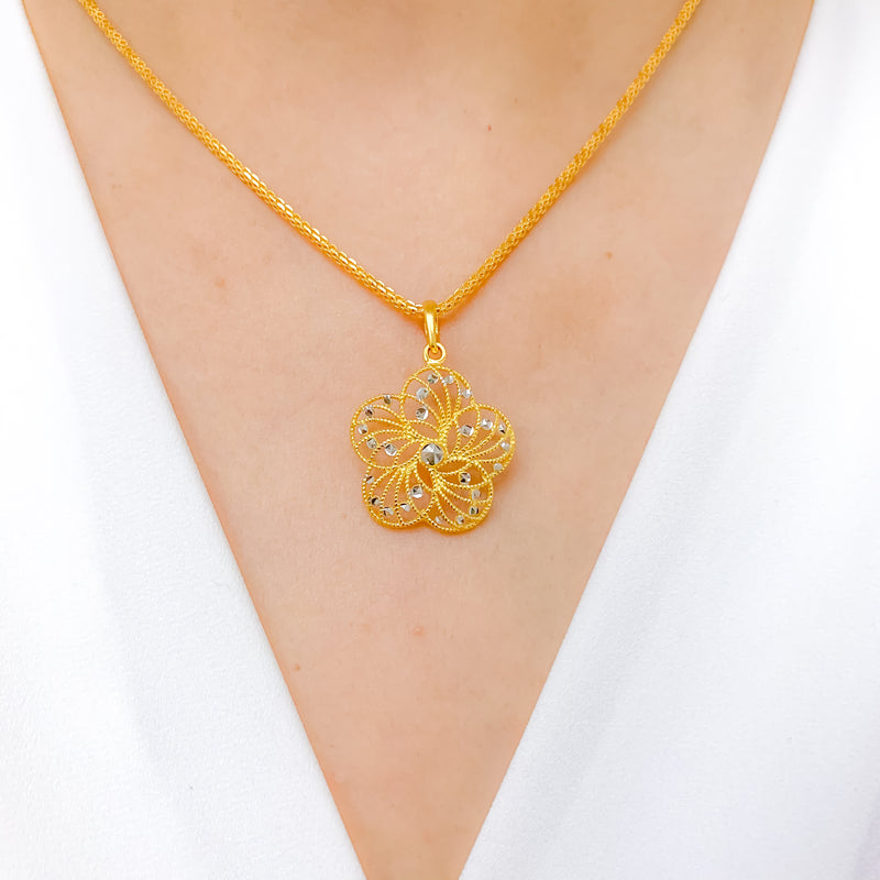 Chic Flower Pendant Set