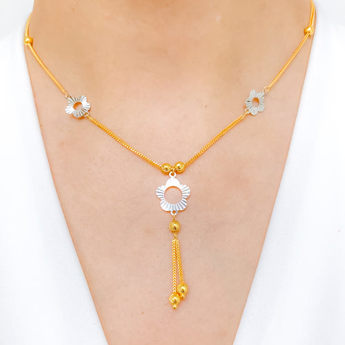 Lovely Two-Tone Flower Necklace Set