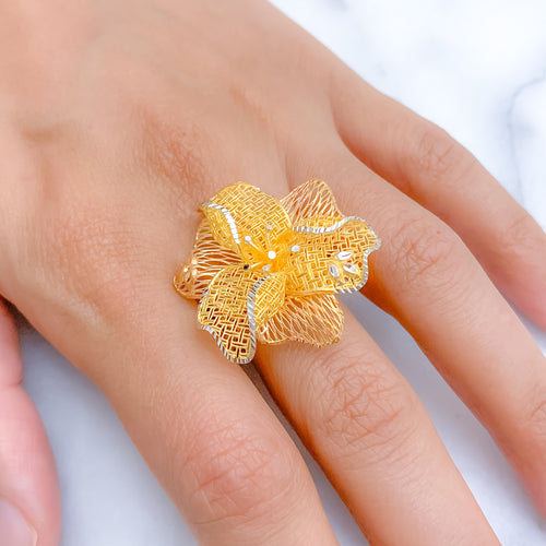 Grand Three Tone Flower Ring