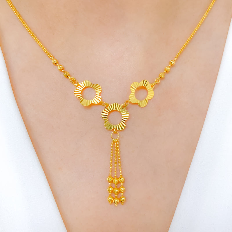 Glimmering Three Flower Necklace Set