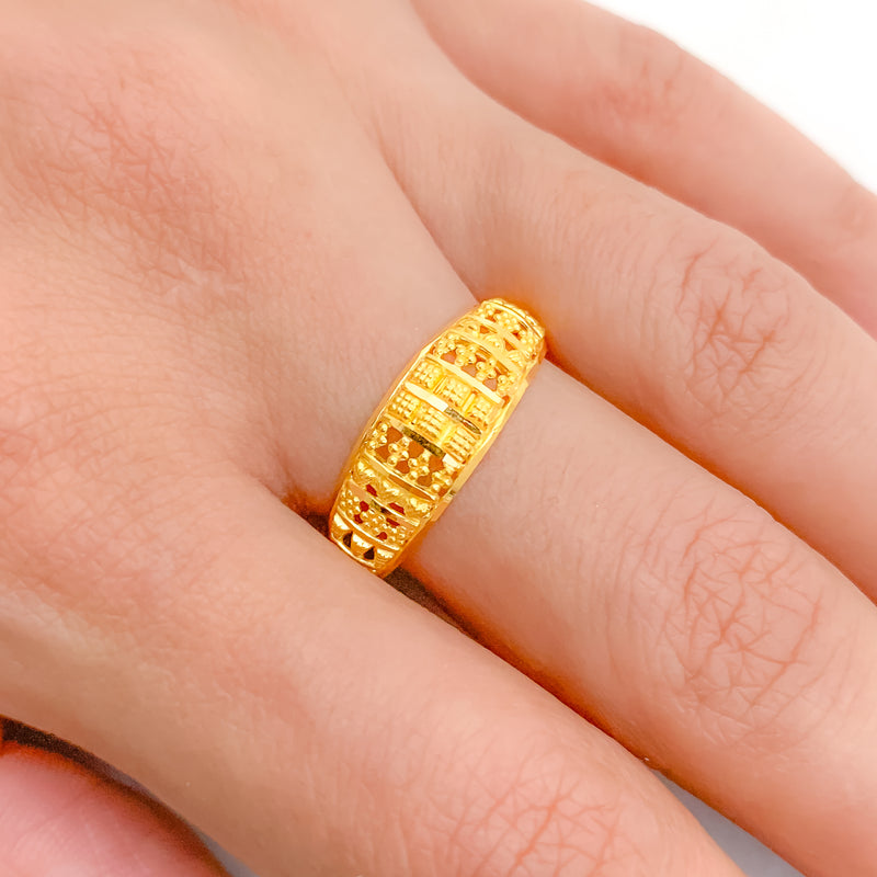 Elegant Traditional Ring Band