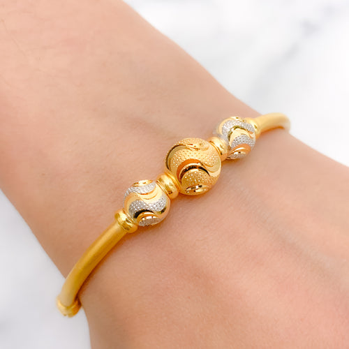 Jazzy Waving Orb Bangle Bracelet