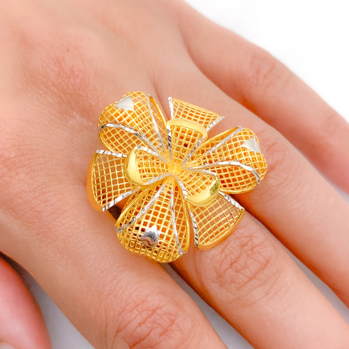 Statement Two-Tone Flower Ring