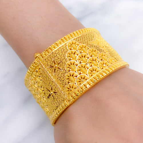 Beautiful Wide Bangle Kada