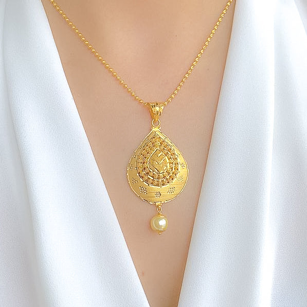 Elegant Pearl Drop Pendant Set