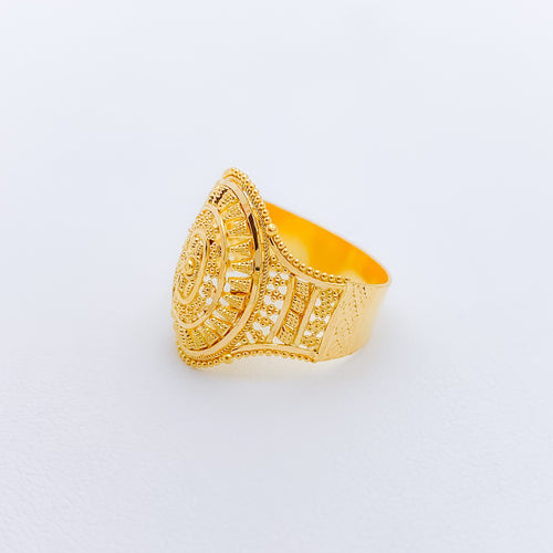 Attractive Gold Ring