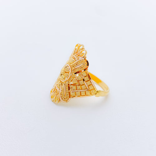 Tasteful Traditional Gold Ring