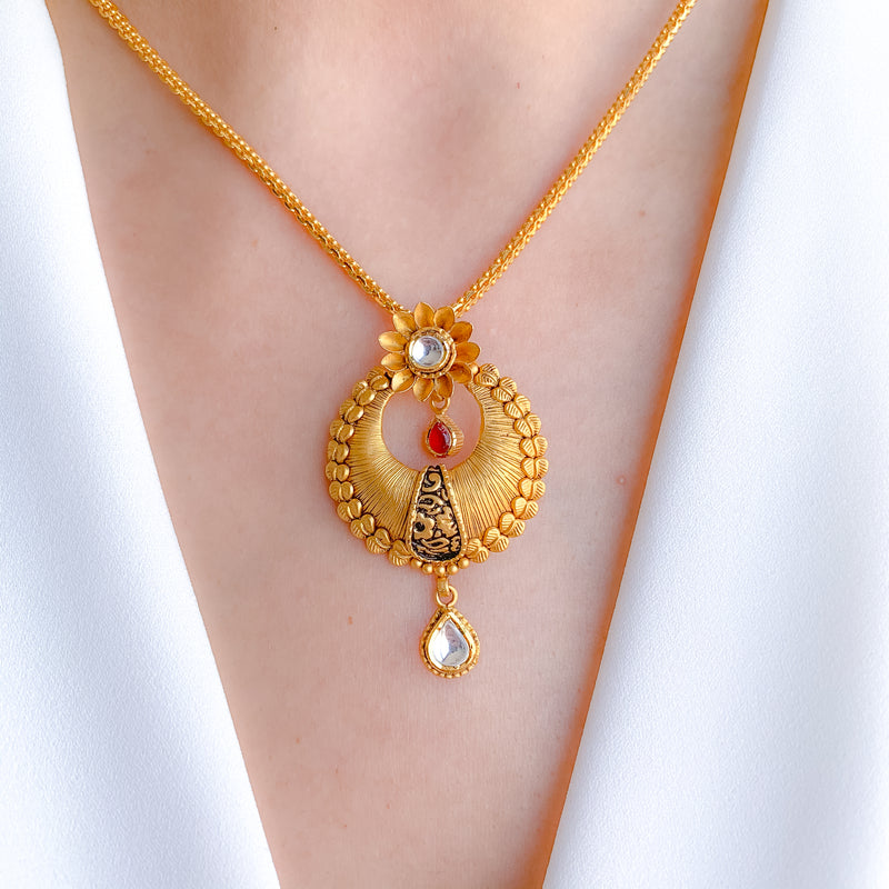 Threaded Design with Kundan in Pendant Set