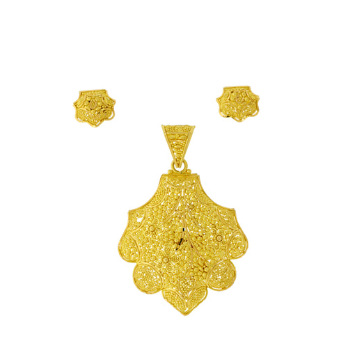 Traditional Style Pendant Set
