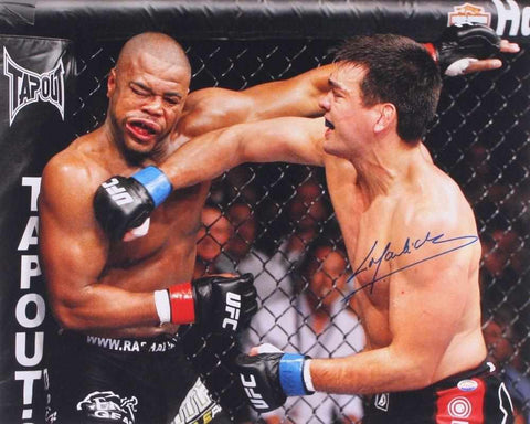 Lyoto Machida defeats Rashad Evans to win UFC Light Heavyweight Championship