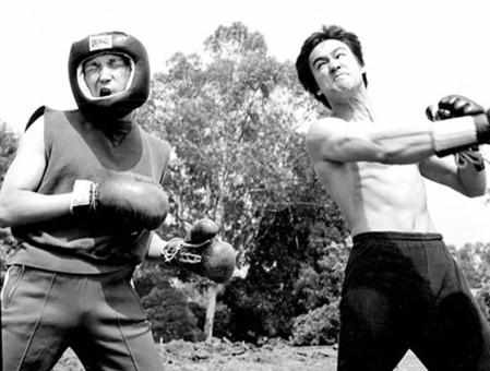 Bruce Lee doing western boxing training