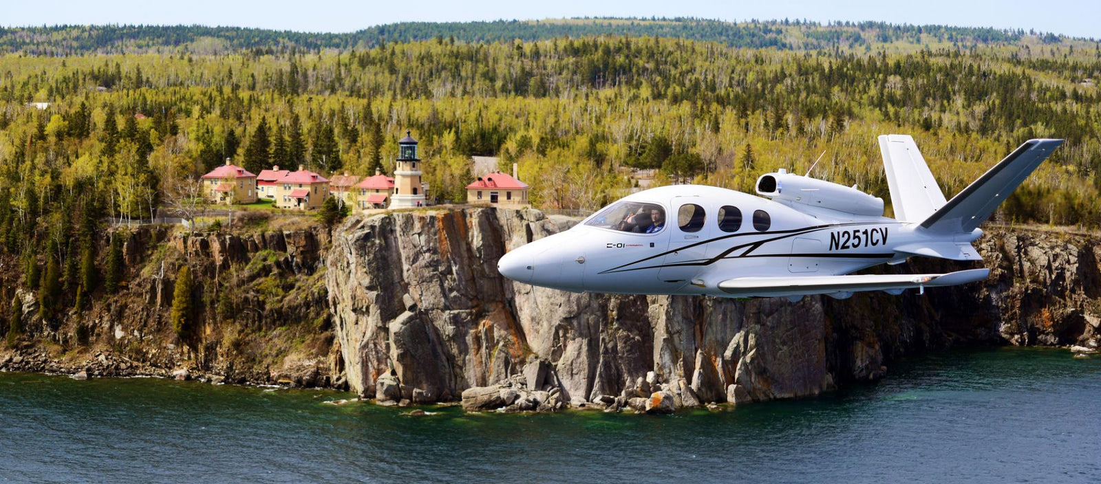 Cirrus CF50 Vision Jet Makes Cabin-Class Flights Easy