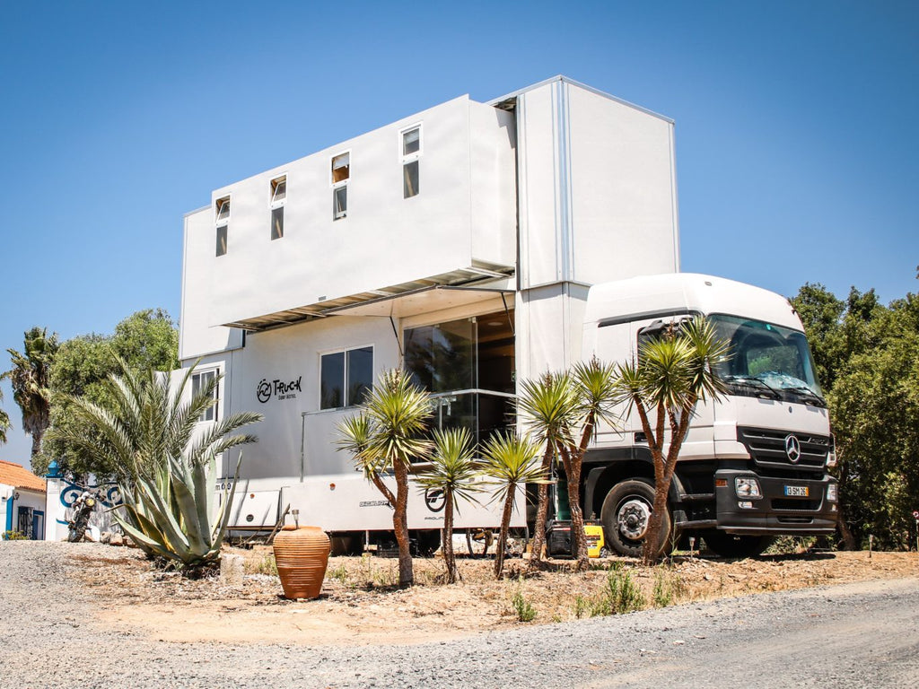 truck-surf-hotel-view-front