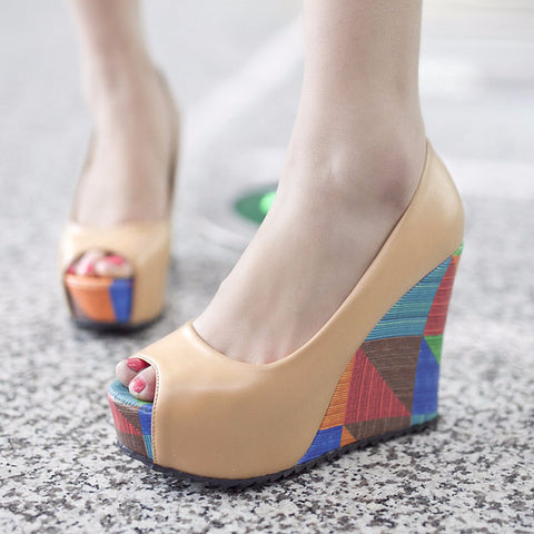 Lovely Peep Toe Stylish Wedges