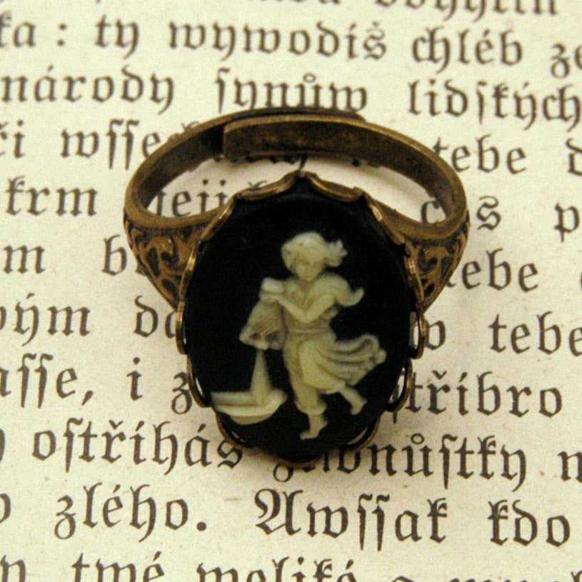 Vintage Zodiac Cameo Ring - Aquarius