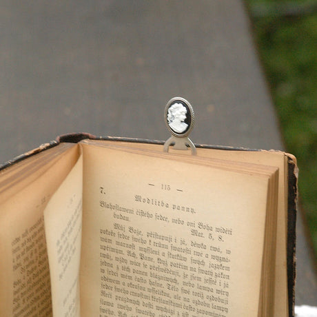 Cameo Bookmark