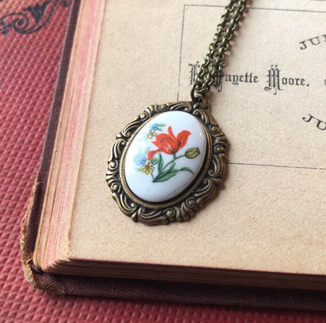 Vintage Flower Cameo Necklace