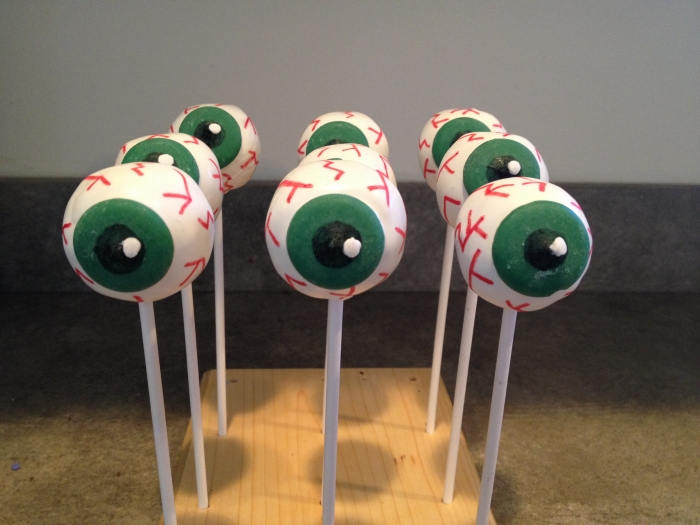 Spooky Eyeball Cake Pops | Halloween Cake Pops