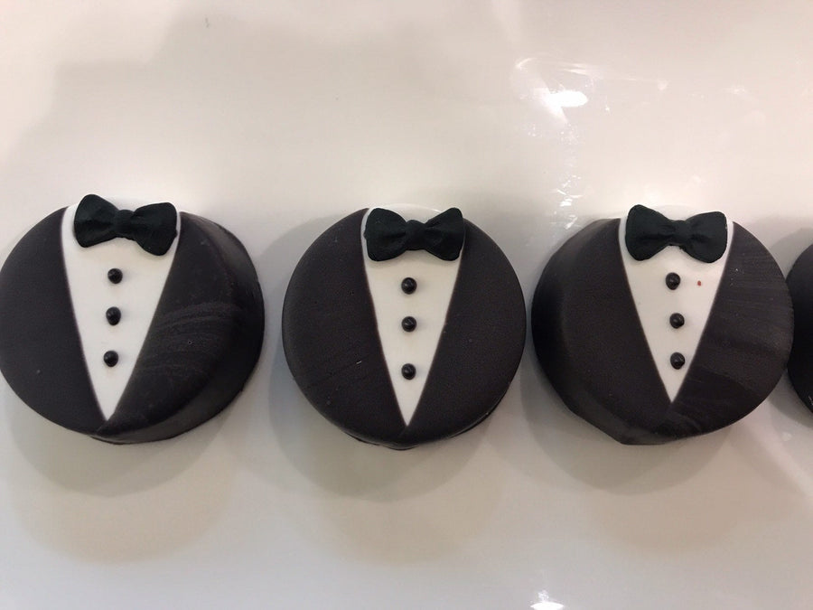Tuxedo Chocolate Covered Oreos