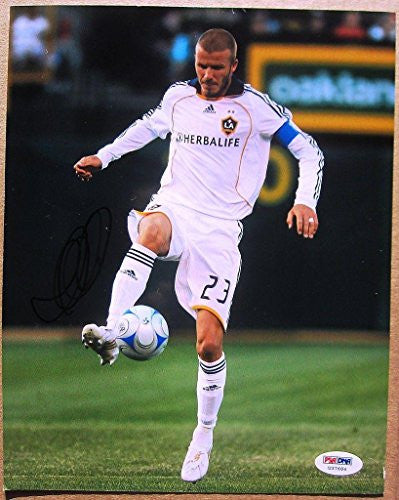 Signed David Beckham Photo - 8x10 - PSA/DNA Certified - Autographed Soccer Photos
