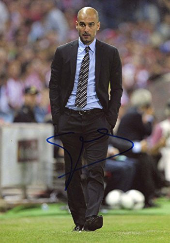 Pep Guardiola BAYERN MUNICH autograph, In-Person signed photo