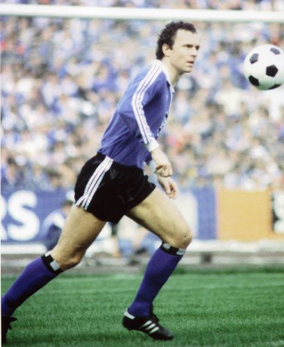 FRANZ BECKENBAUER GERMAN SOCCER LEGEND 8X10 SPORTS ACTION PHOTO (D)