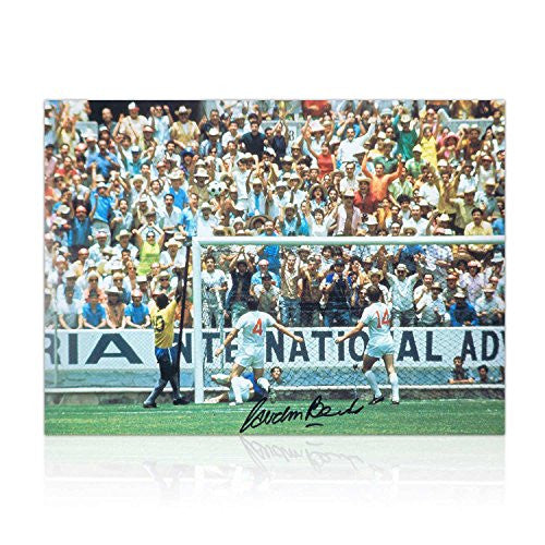 Gordon Banks Signed Soccer Photograph: The Pele Save. In Gift Box