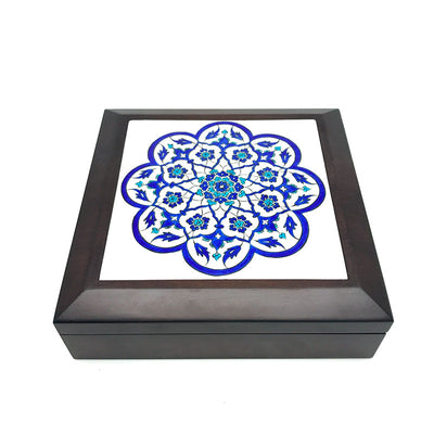 Iznik box tile pattern