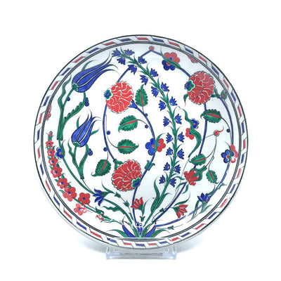 Iznik plate decorated with tulips