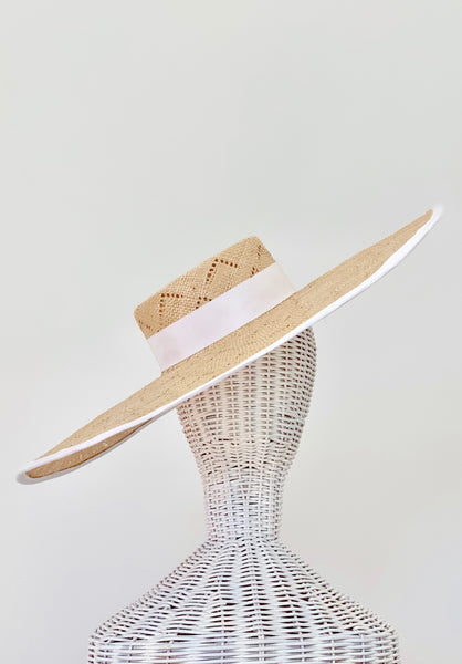 XL ARROW BRIM HAT
