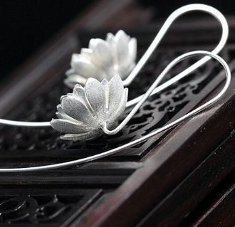 Dainty silver flower earrings