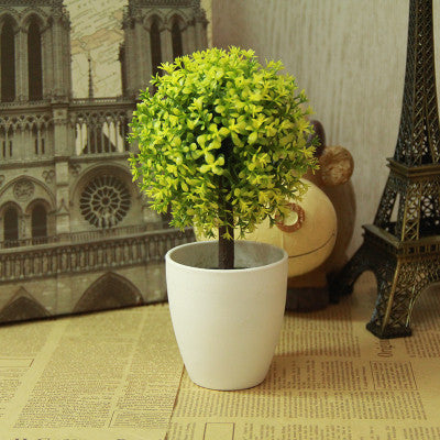 Imitation mini topiary