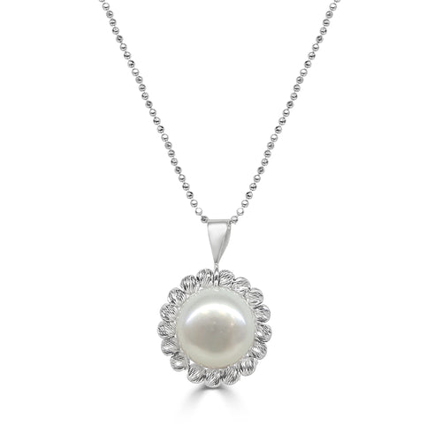 Freshwater Pearl Necklace With Fancy Diamond Cut Setting