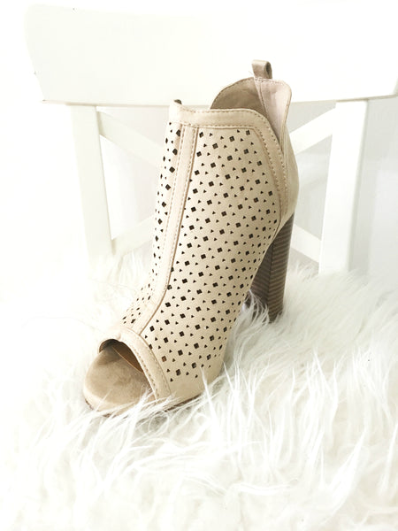 NADIA BOOTIES IN NUDE