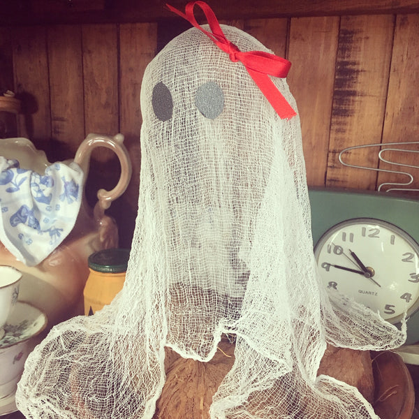Floating Ghost; Halloween Craft DIY