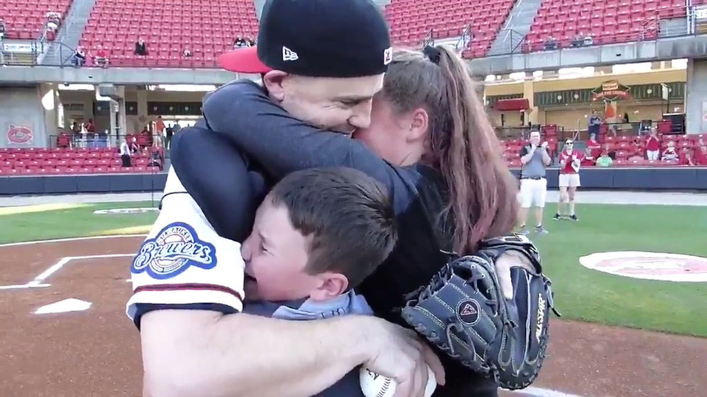 The #CarolinaMudcats helped an Air Force technical sergeant surprise his kids as he returned home from deployment