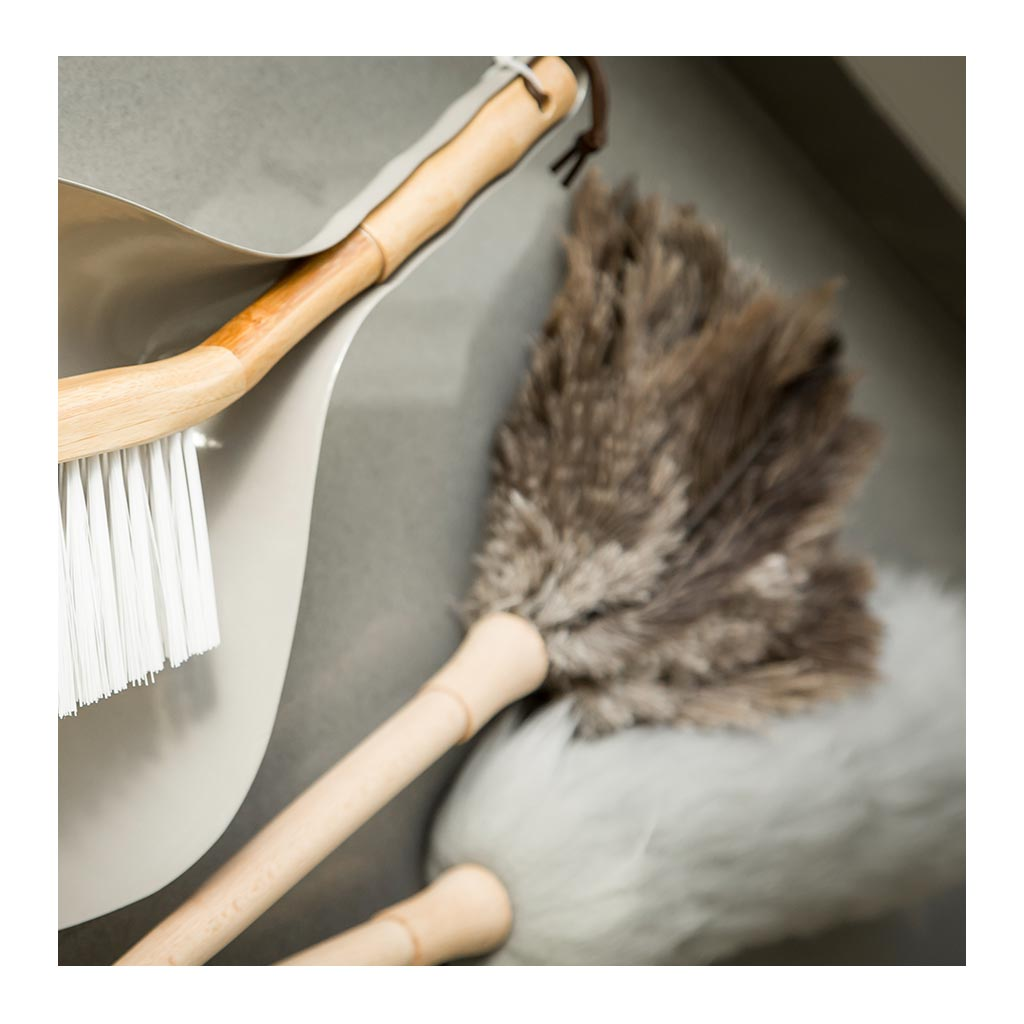Home Cleaning Academy Dickens Ostrich Feather Duster lifestyle ACA0092