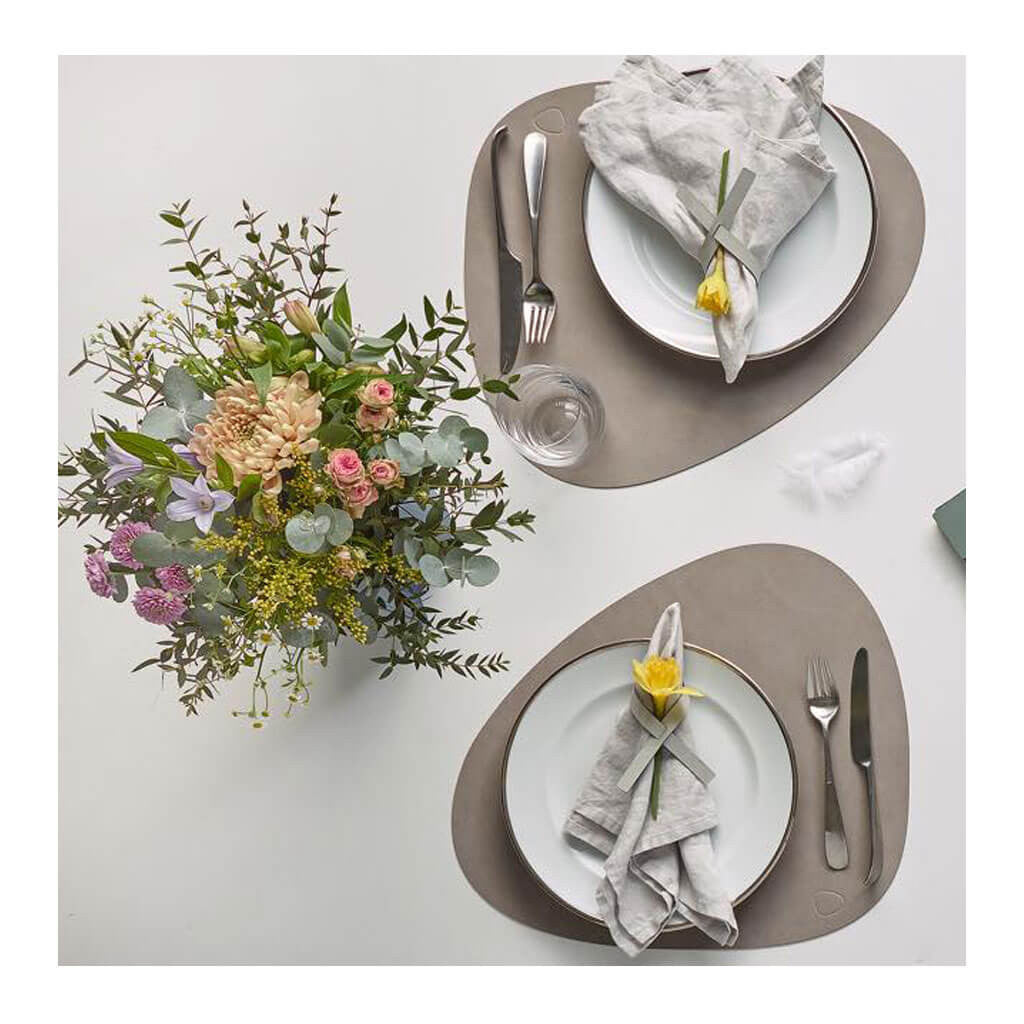 Tableware Lind DNA Nupo Curve Table Mat, Large in Light Grey lifestyle 981162