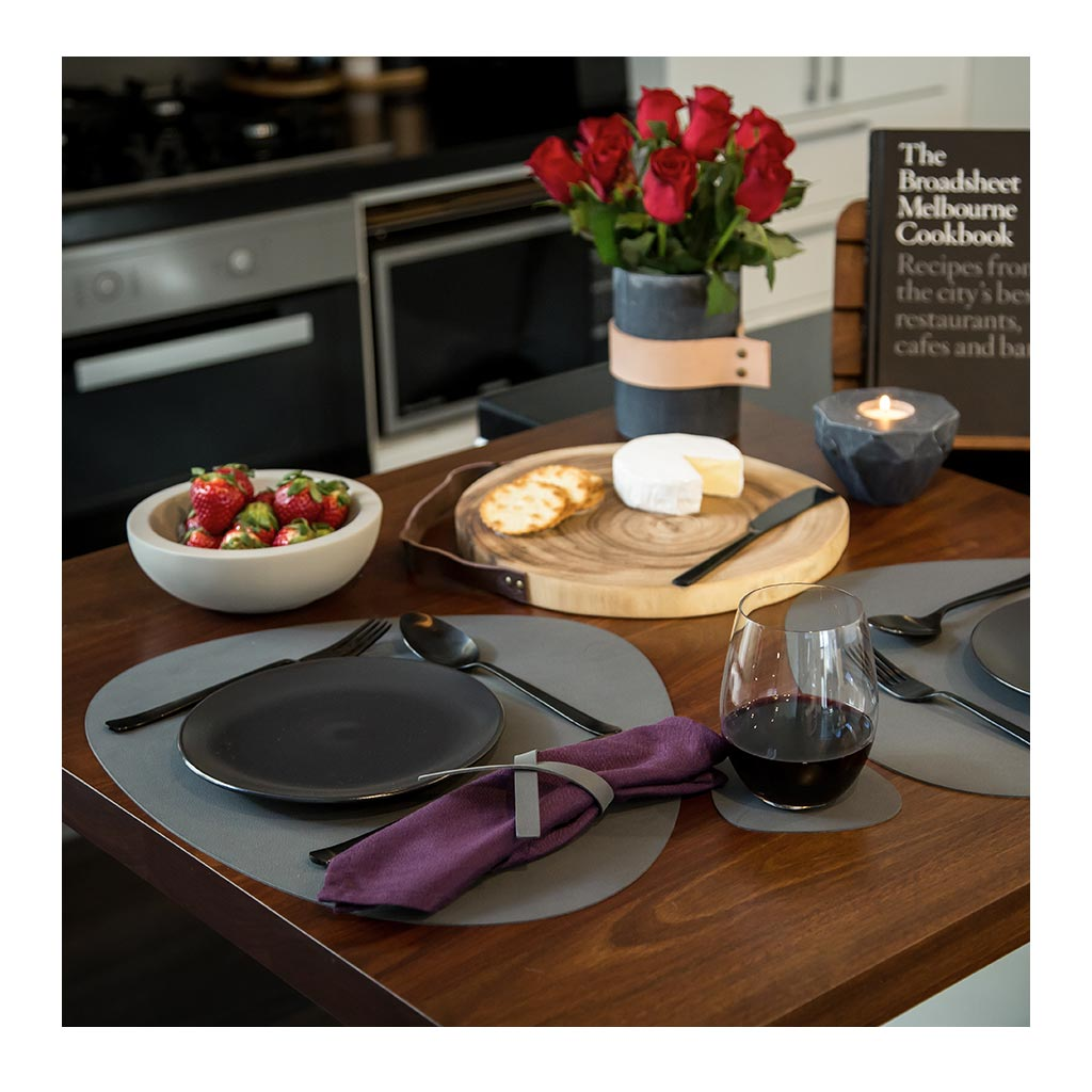 Tableware Lind DNA Nupo Curve Glass Mat lifestyle
